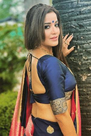 girls in saree hot