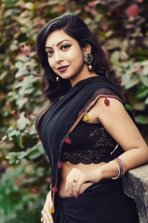 hot girl topless in saree