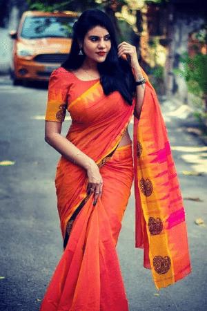hot girl photo in saree