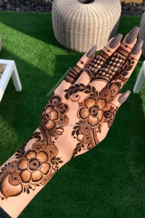 Simple round shape mehndi design