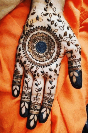 Round shape mehndi design